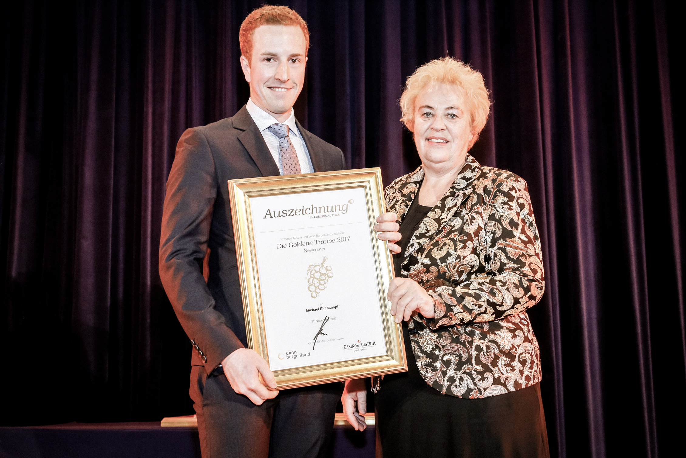 Preisträger in der Kategorie Newcomer - Michael Kirchknopf mit Agrar-Landesrätin Verena Dunst